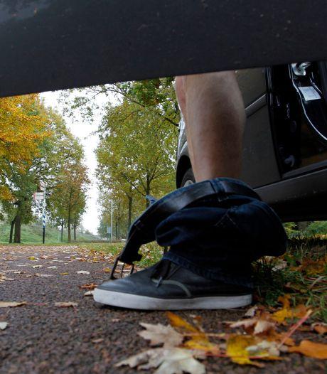 Nederlandse automobilist masturbeert terwijl hij Duitse fietsster de weg vraagt