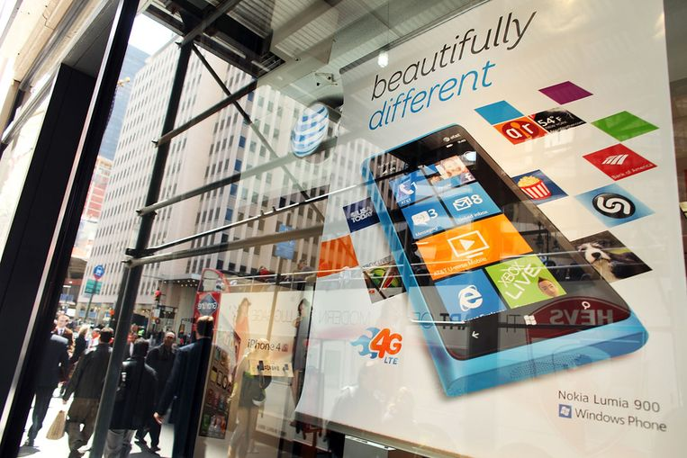 Een advertentie van een smartphone van Nokia (2012). Beeld AFP