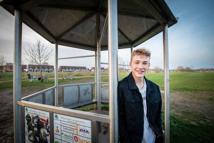 Lukas ten Napel maakt zich hard voor een jeugdhonk in Zuidbroek. ,,Eigenlijk is mijn enige vereiste dat het een dak heeft. Een verwarming en een plek waar we kunnen zitten, zouden daarnaast heel cool zijn.''