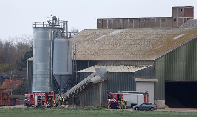 De brandweer is bezig op het terrein van Linex.