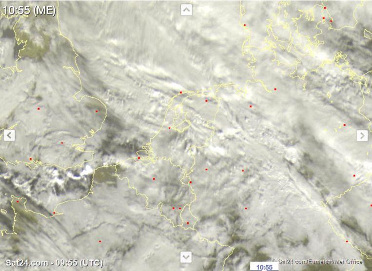 Op dit moment is er amper zon aanwezig boven de Benelux. Beeld SAT24