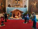 Dit jaar staat er een eenvoudige kerststal in de Sint-Servaas-Basiliek van Grimbergen. Mondmaskers werden evenwel niet vergeten.