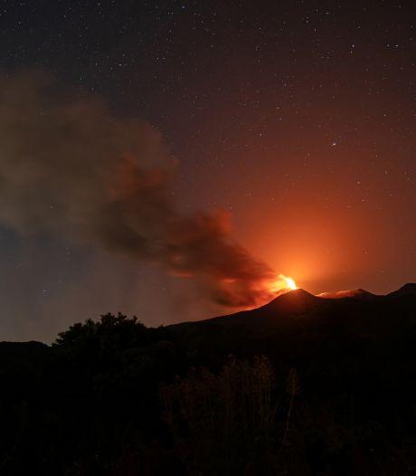 Les incendies font rage en Sicile, l'Etna entre en éruption