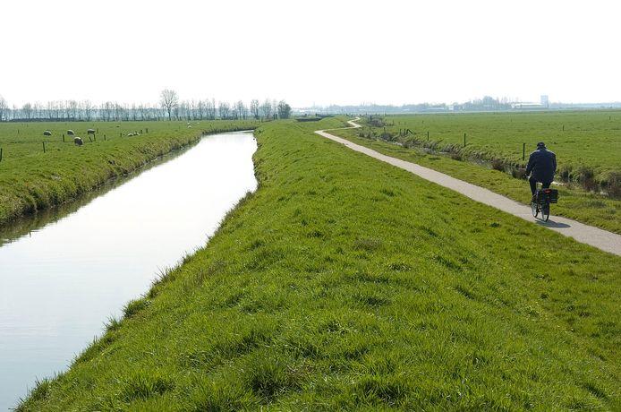 Fietspad langs het riviertje de Laak. Zo groen zal het in de toekomst waarschijnlijk niet meer zijn.