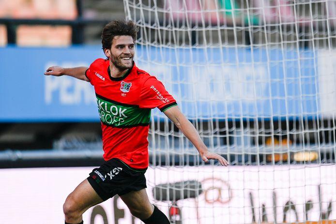 Javier Vet viert zijn snelle 1-0 in het duel met FC Den Bosch. Bij één treffer zou het niet blijven.