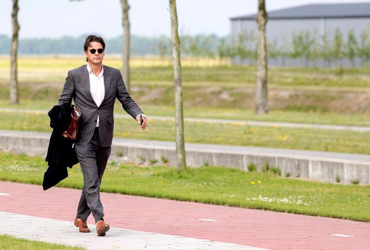 Advocaat Jan-Hein Kuijpers arriveert bij het Justitieel Complex Schiphol. Beeld anp