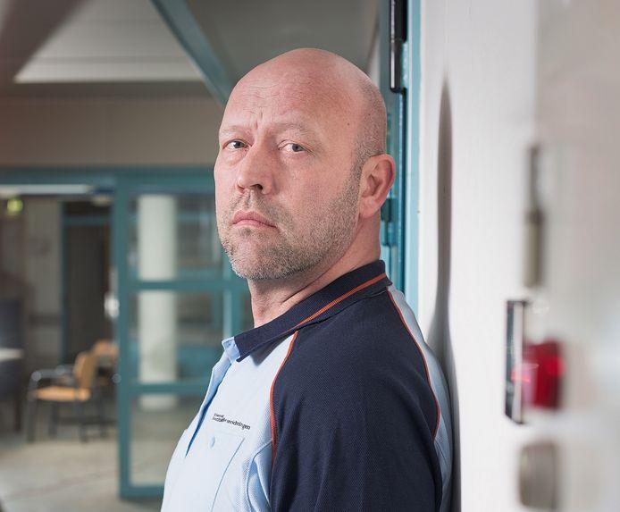 Marc den Heijer is (verpleegkundig) zorg- en behandelinrichtingswerker (ZBIW'er) op de PPC-afdeling (Penitentiair Psychiatrisch Centrum) van de PI Vught.