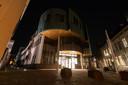 Het stadhuis in Zutphen. Al een tijd gesloten, maar er brandt nog steeds verlichting.