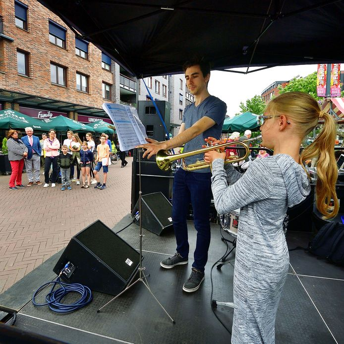 Jong muzikaal talent in actie in Etten-Leur.
