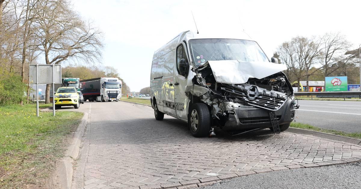 Zware aanrijding bij tankstation A28 bij Wezep, meerdere gewonden.