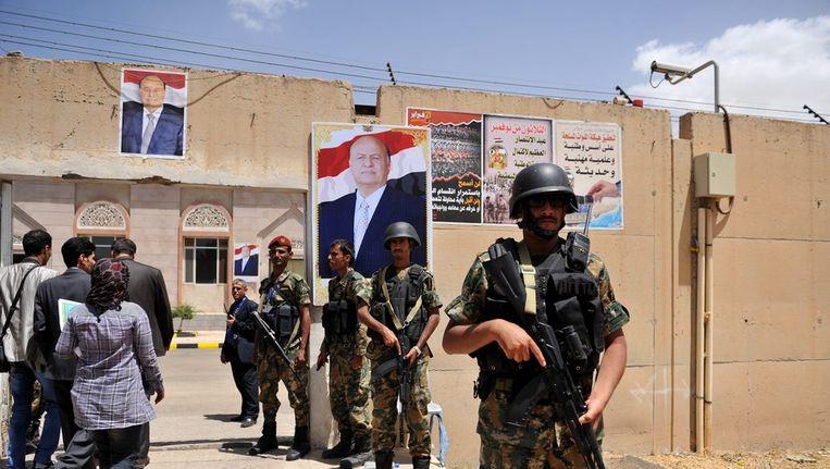 Jemense soldaten houden de wacht Beeld anp