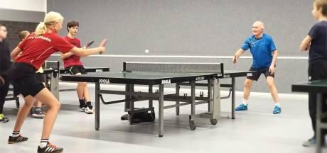 Befaamde Zweedse tafeltennistrainer wil jeugd in Krimpenerwaard achter tafel krijgen