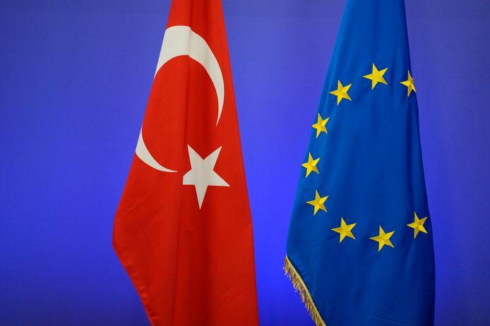 """Les institutions européennes ont annoncé mercredi un """"accord politique"""" sur un budget de 14,16 milliards d'euros destiné à aider les pays candidats à l'adhésion, dont la Turquie, sur la période 2021-2027."""