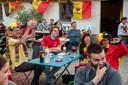 Twee grote schermen en 270 toeschouwers in Het Prullenbos in Wetteren en meteen ambiance na de 1-0.