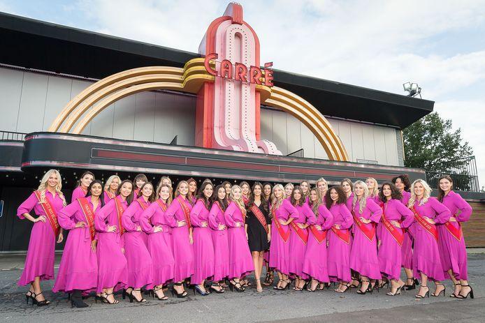 De huidige Miss België, Elena Castro Suarez, tussen de 32 nieuwe finalistes.