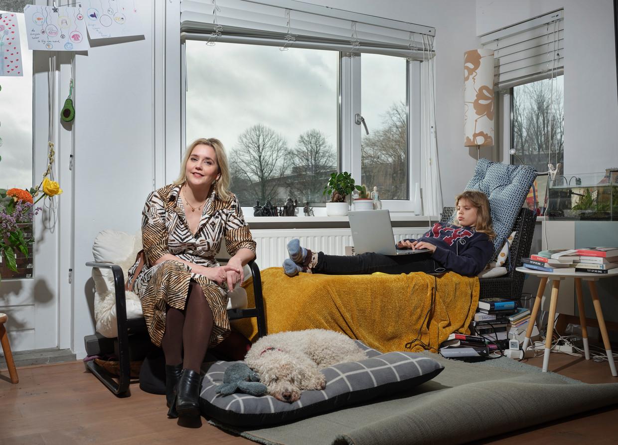 Stine Jensen en haar dochter Vicky. Beeld Erik Smits