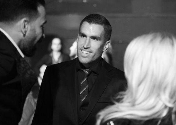 De Nederlandse middenvelder Strootman in gesprek met Adil Rami en Pamela Anderson op de bewuste avond.