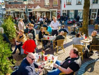 Nederland versoepelt: terrassen vanaf volgende week in de namiddag opnieuw open, avondklok verdwijnt