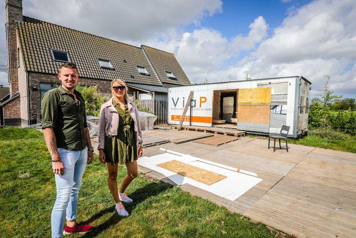 Tobias Deckmyn en Veronica Bersteneva zijn volop bezig met de opbouw van hun zomerbar Green