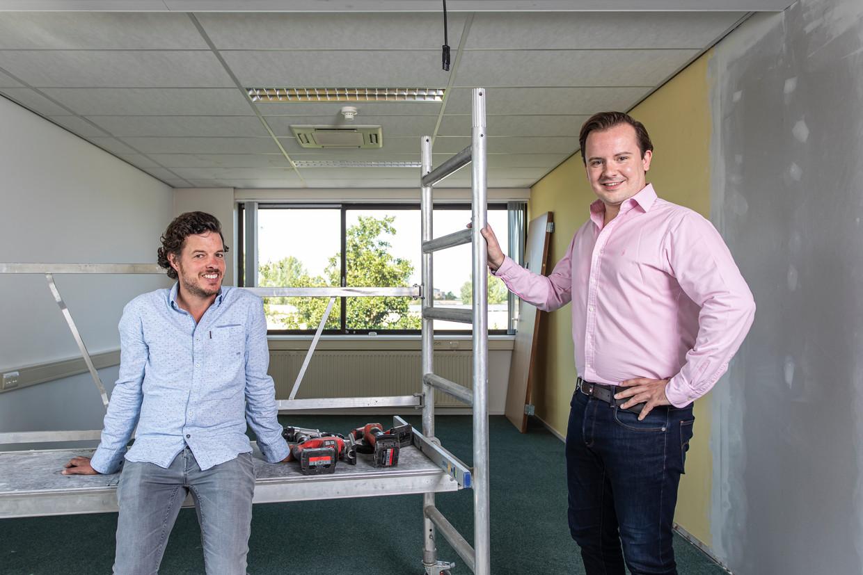 Filemon Wesselink (l) met Fabian Leijten in het nieuwe onderkomen in Amstelveen. Beeld Dingena Mol