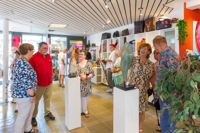 Galerie Artbest in Best gooide de deuren open en startte met een expositie van vader Joop en zoon Jop Verhulst.
