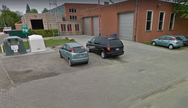 Het ongeval vond plaats in de buurt van de glascontainers en het technisch depot van de gemeente.