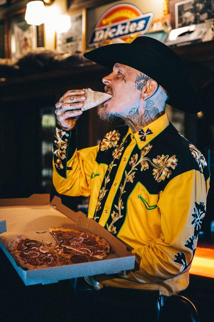 Bertus Barbier lanceert zijn eigen vegan pizza: Pizza Schorem.