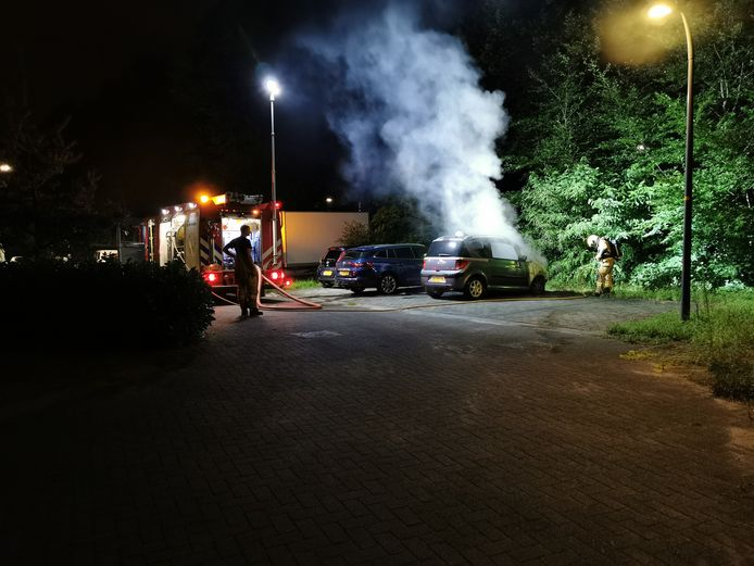 De auto is verwoest door een brand in Ede.