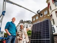 Marco (65) moet zonnepanelen van dak halen 'ter bescherming' Deventer skyline: 'Trieste primeur'
