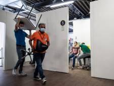 Tijdelijke GGD'ers zetten 40.000 prikken in de extra vaccinatiepost in de Goffert: 'Supertrots'