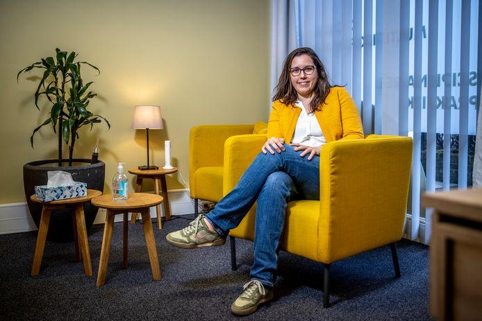 Julie Ivaldi (35) heeft als psycholoog een eigen groepspraktijk in Wemmel en ziet, na een rustige zomer, het aantal aanmeldingen sinds de tweede lockdown stijgen.