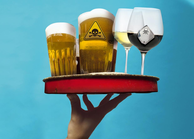 Elk jaar drinken 741.000 mensen zich doodziek: 'Matig drinken is ook gevaarlijk, maar dat willen mensen gewoon niet weten' Beeld Humo