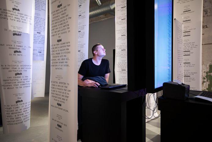 De expositie Computer Grrrls bij museum MU in Eindhoven laat de geschiedenis van programmerende vrouwen zien.