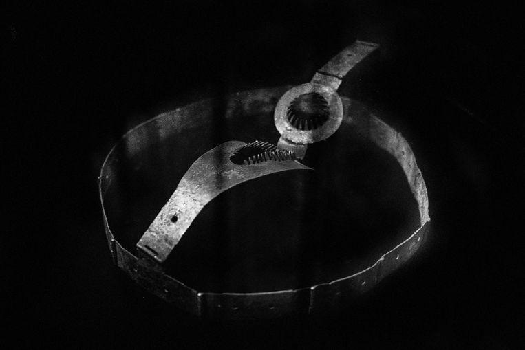 Chastity Belt, 2019, uit de serie On Rape. Beeld Laia Abril & Galerie Les Filles du Calvaire