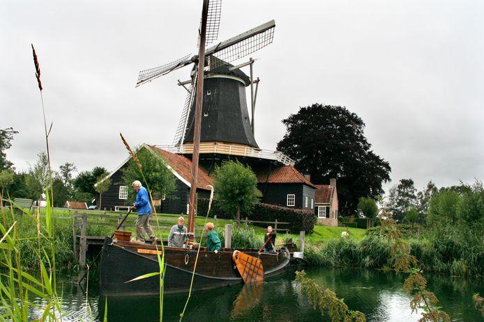 De haven van de Enterse zomp bij de Rijssense Pelmolen wordt wat ruimer gemaakt bij de aanpassing van de Regge.