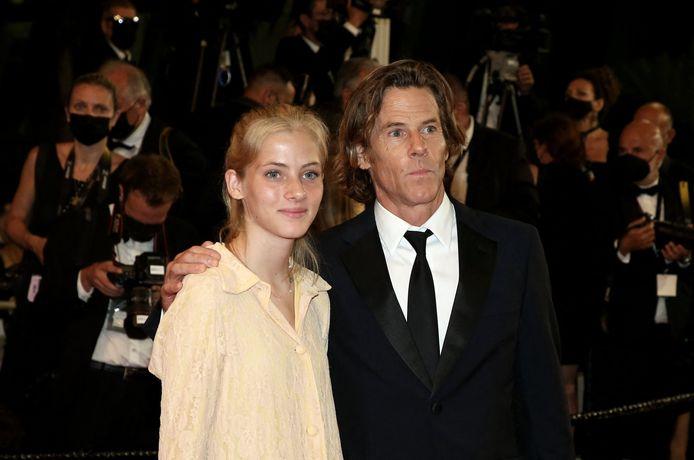 Danny Moder zijn dochter Hazel Moder op de première van 'Flag Day' op het filmfestival in Cannes.