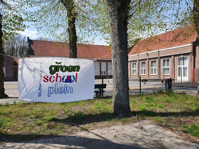 Het huidige schoolplein van de Sint-Willibrordusschool aan de Schoolstraat in Riethoven