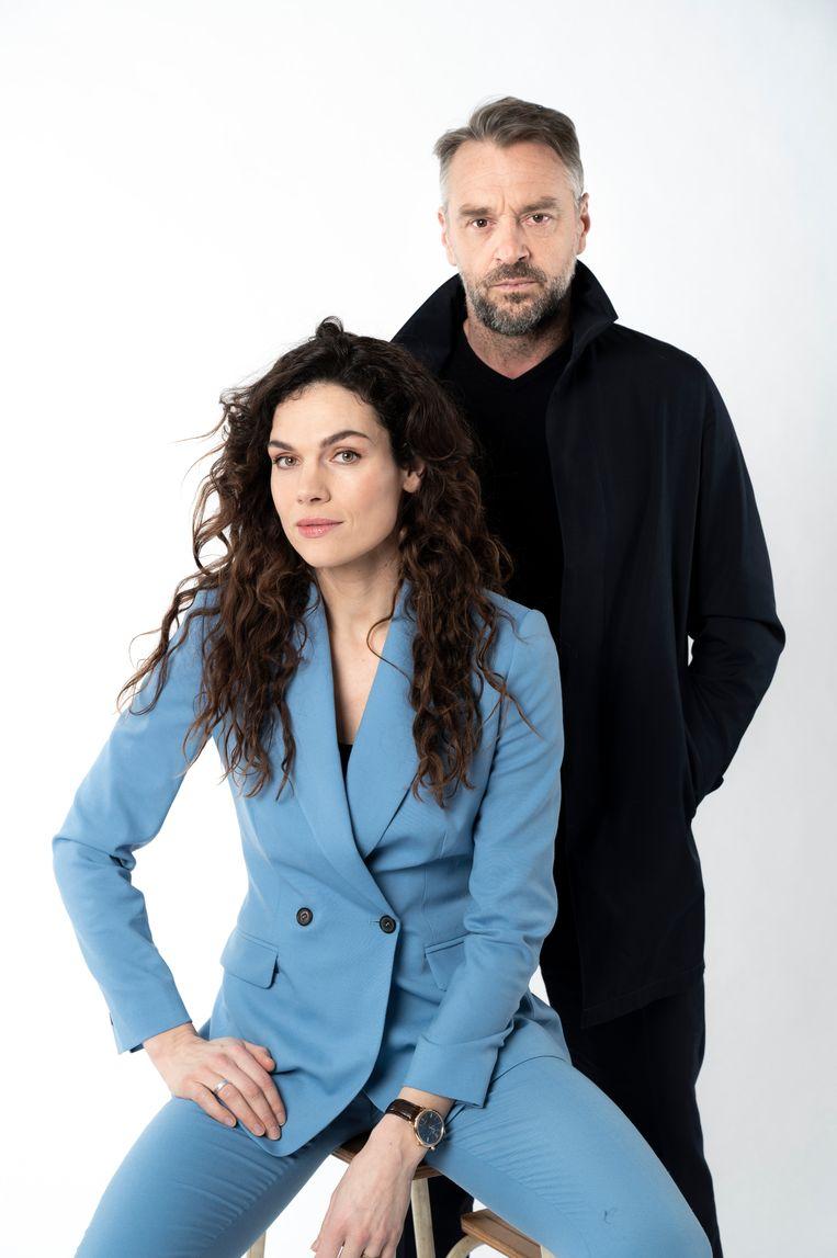 Tom Waes samen met de Nederlandse Anna Drijver, met wie hij in 'Undercover' speelt.