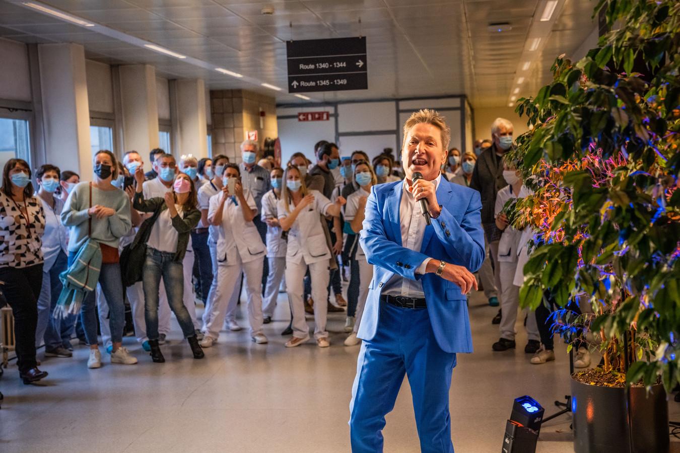 Bart Kaëll op bezoek in het UZ Gent