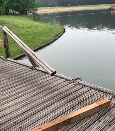 Onbekenden slopen brugleuning op Het Hulsbeek in Oldenzaal: 'Hopen dat deze 'helden' zich melden'