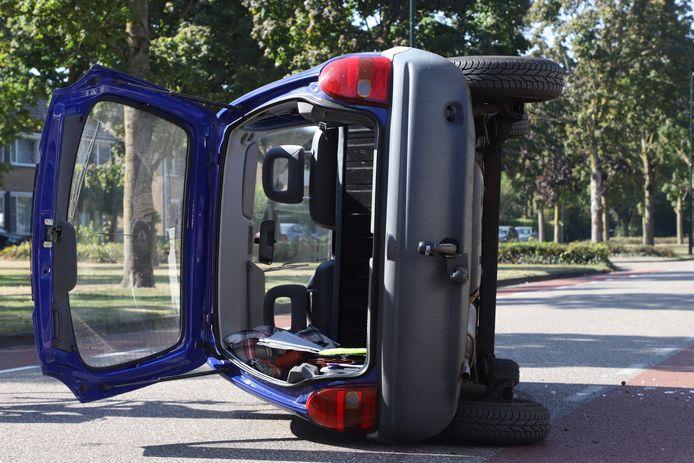 Automobiliste verliest macht over het stuur in Son en Breugel.