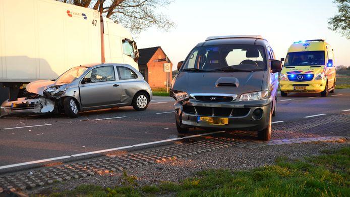 Harde crash op de Langstraat in Deurne.