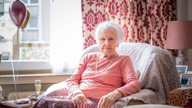 """Maria klinkt op 100ste verjaardag: """"Mijn geheim? Hard werken en af en toe een glaasje"""""""