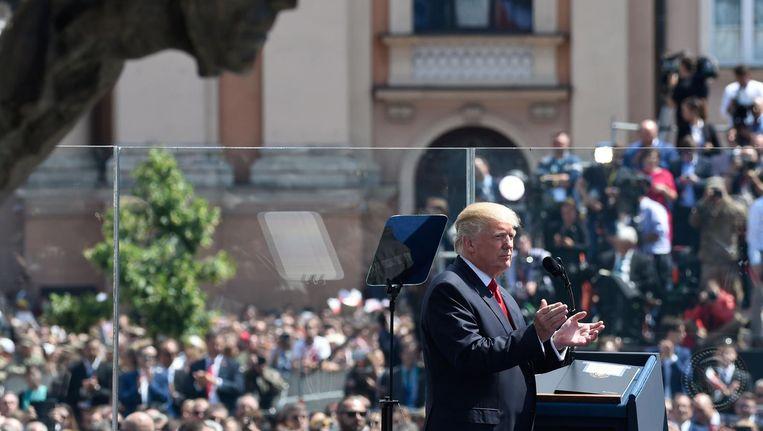 De Amerikaanse president Donald Trump spreekt tot Poolse burgers. Beeld anp