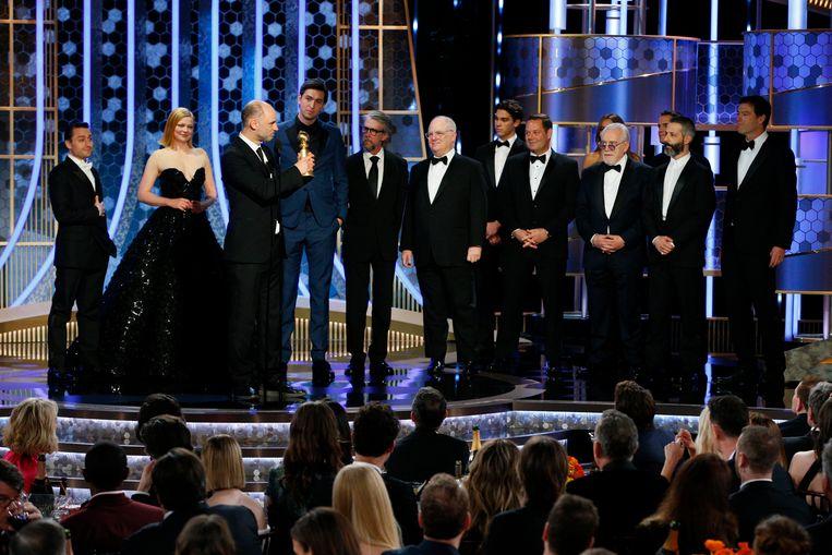 De cast van 'Succession' accepteert hun Golden Globe.