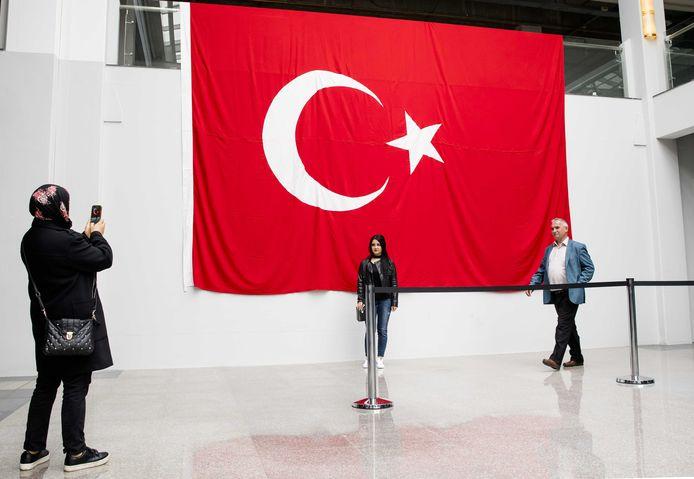 Binnen in het GIA Exhibition Center in Den Haag tijdens het Turkse referendum.