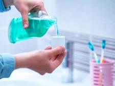 Une nouvelle étude confirme l'efficacité du bain de bouche pour réduire la propagation du virus