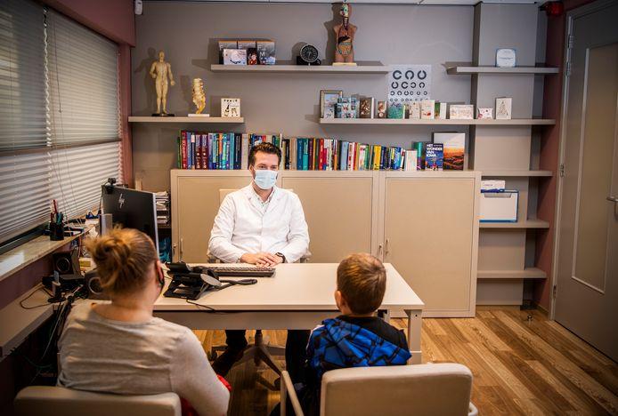 Huisarts Wouter van Oort uit Capelle aan den IJssel merkt dat ook in de tweede golf patiënten wegblijven.