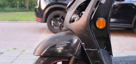Auto botst op scooterrijder met voorrang in Schijndel
