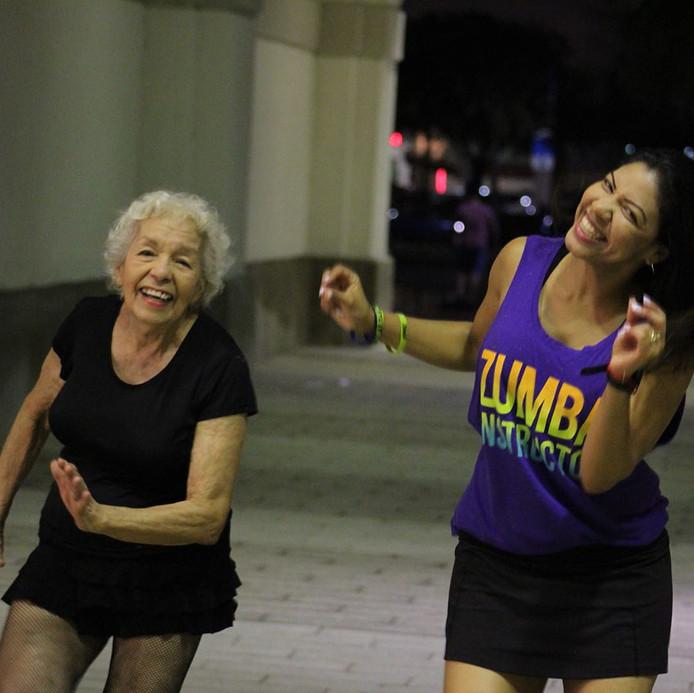 Cette grand-mère danse comme une jeune de 20 ans